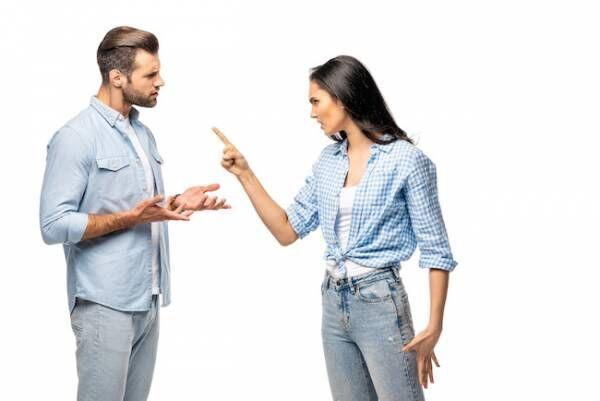 正直イラつく…。男性が「口うるさい」と思ってしまう彼女の言動