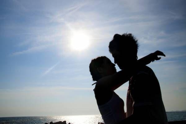 年下彼氏が恋に落ちた【大人のキス】の魅力ポイント3つ