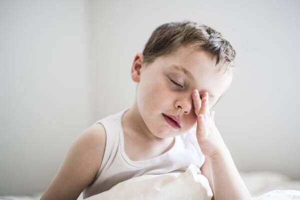 新しいクラスに緊張し、少し疲れている様子の子ども。家ではどう過ごすのが良い?