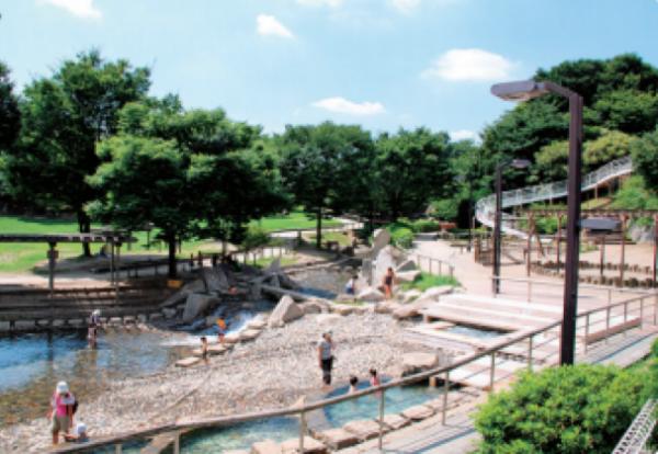 夏はやっぱり、じゃぶじゃぶ池で水遊び♪おすすめパーク5選【家族で週末の公園へ!】