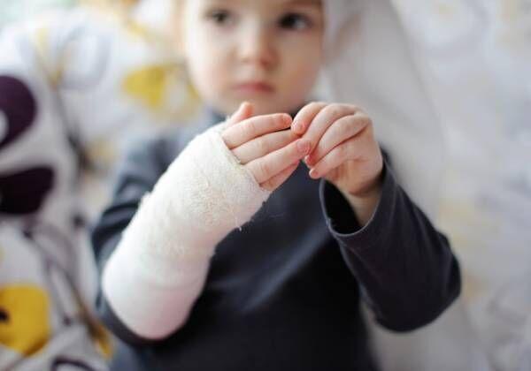 子どもが怪我をした場合、医療費ってどれくらいかかるの?【パパFPの「子どもとお金」】