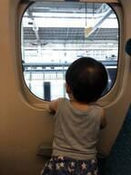 【チュートリアル福田の育児エッセイ・37】気を使わなくていい新幹線のファミリー車両、最高!