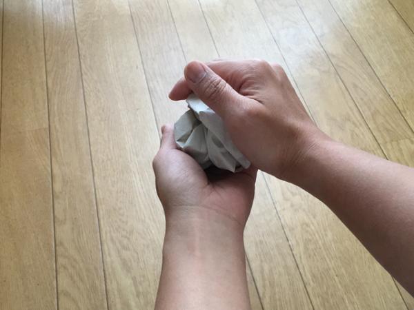 【親子で作る】包装紙や新聞紙で運動不足を解消しよう!