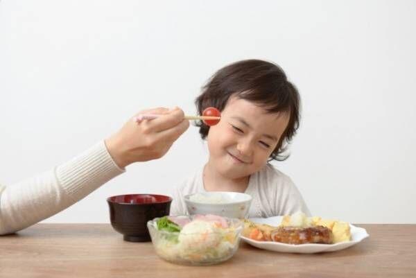 子どもが集中して食べてくれない? 理由と対処法
