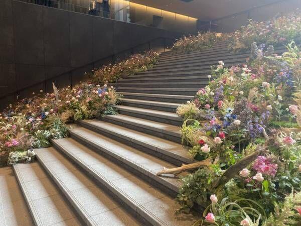 1000本の花に囲まれ妖精のような写真が撮れる京都の階段&バラ園のトンネル