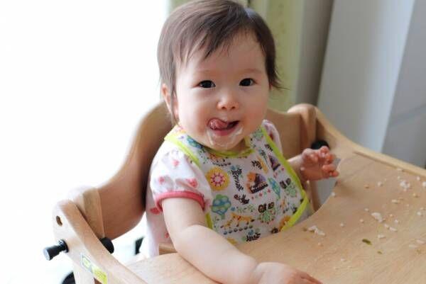 遊び食べは成長に必要な行動?ママが頭を抱える遊び食べの対策を紹介