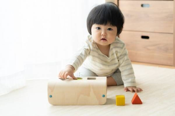 1歳のおうち遊びのアイデアは? 発達を伸ばす遊びとは