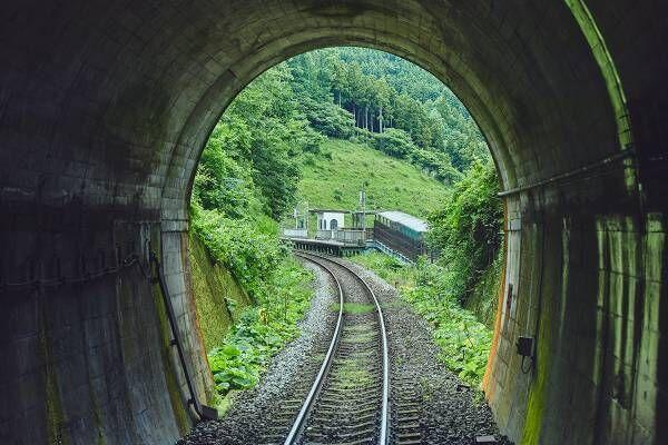 再び開通した「三陸鉄道リアス線」の鉄道旅へ。半日かけて、美しい景色とグルメを堪能。