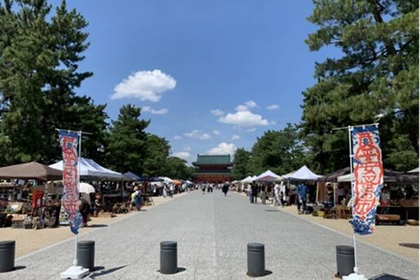 京都の新スタンダード?宝探しに出かけたい、毎月ほぼ10日は〈平安蚤の市〉。