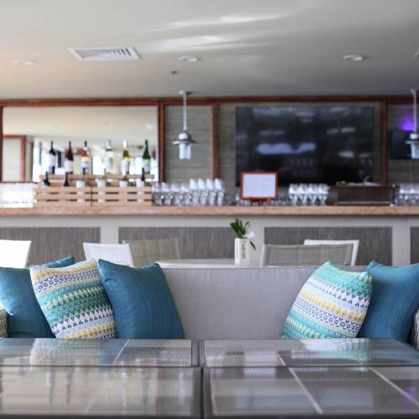 ワイキキビーチ目の前!宿泊者はフリーフローで楽しめるクラブラウンジ〈VOYAGER 47 CLUB LOUNGE〉へ。【ハワイ通信Vol.2】