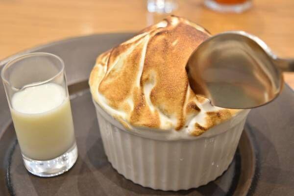 ケーキみたいな焼きかき氷?〈キハチ カフェ〉で「ケーキ感覚 桃のミルク焼きかき氷」を発売!