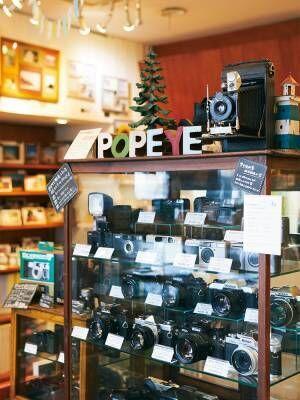 カメラ女子も注目!フィルム写真にこだわり、愛され続ける老舗写真専門店〈ポパイカメラ〉へ。