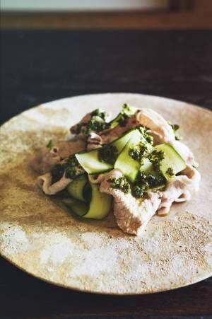 お肉、野菜にも合う万能タレ!暑い夏にぴったりの「豚しゃぶの香草タレサラダ」レシピ。