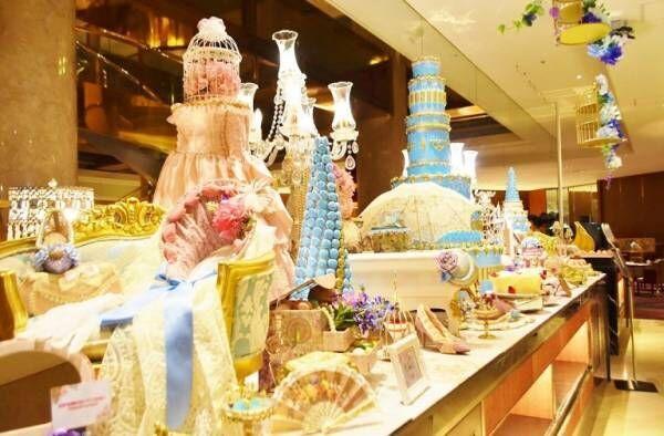 ヒルトン東京で新感覚カレーフェア『華麗なるカレー・マジック』開催!