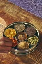 行列を絶やさない不動の人気店!【京橋】食堂〈Dhaba India〉で南インドの美食を新発見。