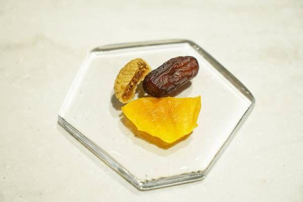 銀座・完全予約制〈Fruits Salon〉で堪能する「いちごとハーブのフルコース」。