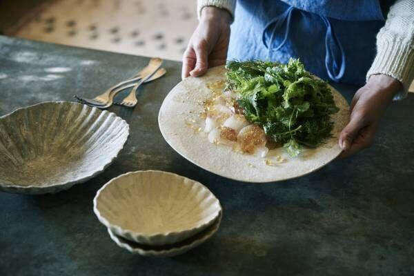 """料理家・冷水希三子さんが注目する""""器作家""""とは?/""""器上手""""のテーブルから学ぶ。"""