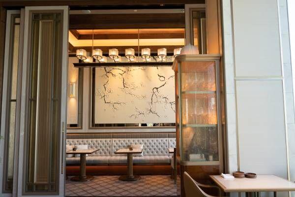 〈フォーシーズンズホテル東京大手町〉のレストラン 〈est〉で過ごす幸せタイム。