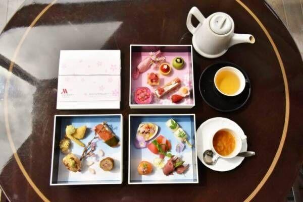 東京マリオットホテルのテラス席で「御殿山サクラボックス」を味わう。