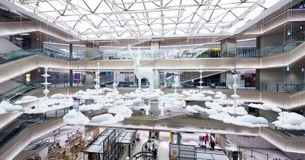 彫刻家 名和晃平による『Metamorphosis Garden(変容の庭)』の展示が〈GINZA SIX〉でスタート。