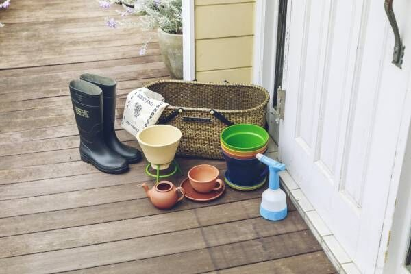 おうち菜園の気分を上げるガーデニングアイテム21選!花をより素敵に見せる花瓶も。