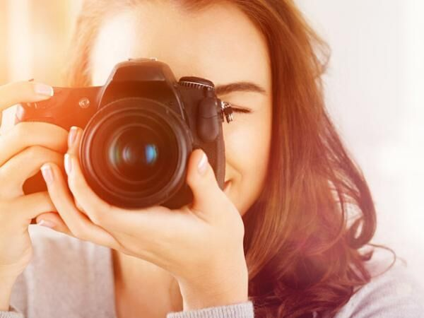SNSアップも可能?レトロな「インスタントカメラ」が爆発的人気なワケ