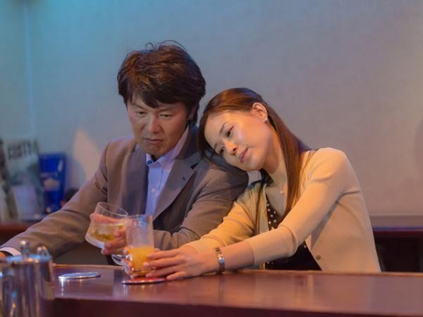 Japanese couples toasting at bar counter