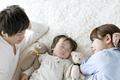 夜驚症・睡眠時驚愕症とは?特徴、原因、対応方法、治療法についてまとめました