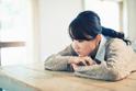 自傷行為とは?痛くても行う理由や精神障害との関係、具体的な止め方、周囲の適切な対応を解説します