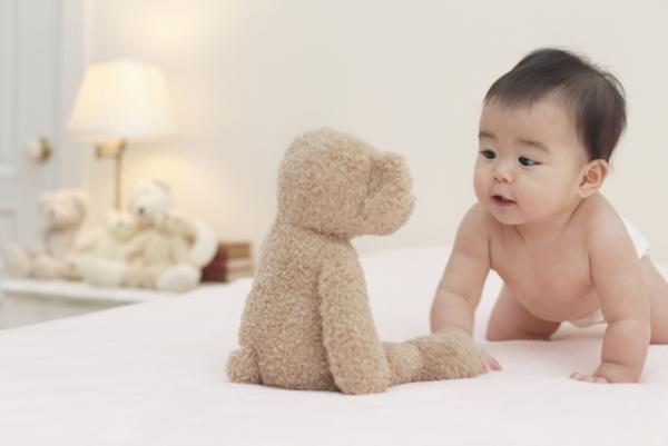 共同注意とは?アイコンタクト・指さしと子どもの発達の関係、自閉症との関連、発達を促す工夫をご紹介!の画像