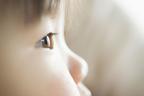 斜視とは?手術で治療できるの?原因や発達障害との関連も解説します