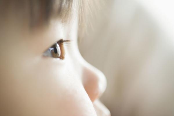 斜視とは?手術で治療できるの?原因や発達障害との関連も解説しますの画像