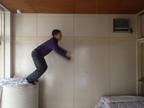 ご近所からクレーム!飛び跳ねる自閉症息子の騒音問題、どんな対策すればいい!?