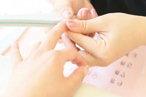 どうしてもやめられない!「爪を噛む癖」を女子力アップしながら解消する方法