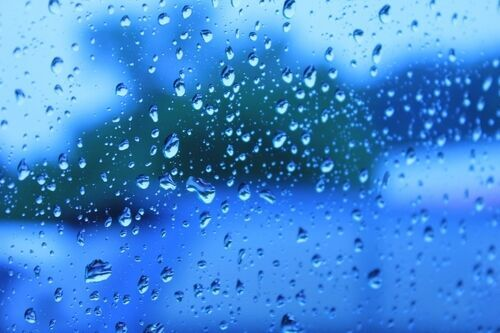 マッサージが効く!?雨の季節のつらーい偏頭痛、その対処法