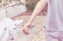 デートでのスキンシップ「手を繋ぐ派」VS「腕を組む派」その言い分とは?