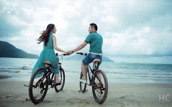 手を繋ぐのは何回目のデート?理想タイミングと即できる手汗対策