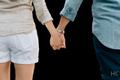 手を繋ぐのは脈あり?恋人繋ぎする男性の心理とは