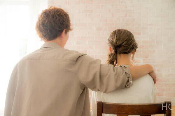 ボディタッチを手や腕にしてくる男性の心理とほんとうの意味とは