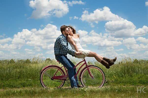 愛情表現ベタな男性が本命彼女だけに見せる行動