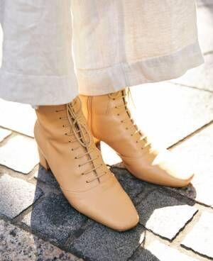 バッグも靴も! 小物は「ヌードカラー」が今どきこなれ感の秘訣