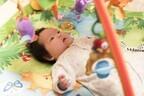 赤ちゃんはベッドで学ぶ!? 「感覚器官の発達にも役立つ」脳トレアイテム3つ