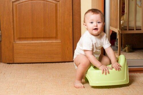 この時期を逃さないで!0歳の赤ちゃんにもできる「おむつ外し」のコツと5つのメリット