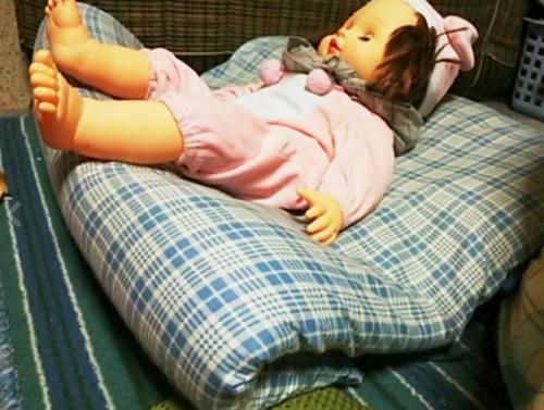 置くと泣く…魔のループにお困りママ必見!驚きの「布団セッティング法」で赤ちゃんがご機嫌に!?