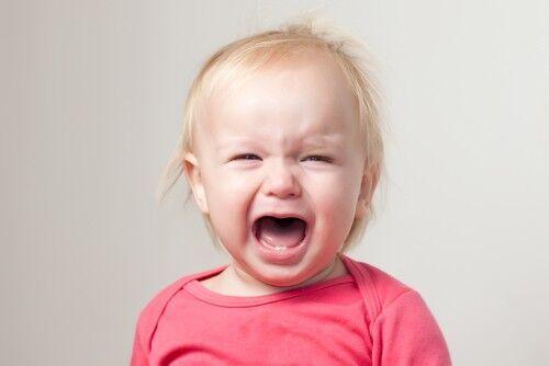 1歳になってもある…!? わが子の「8ヶ月不安」を疑いたい理由と泣きへの対策