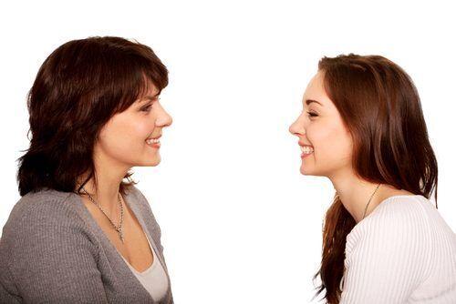 """口の軽い""""おしゃべり好きなママ友""""には気をつけて!「スピーカーママ」の本当の恐さと対処法"""