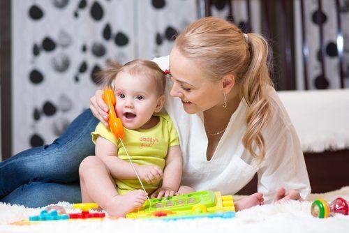 """うちの子「言葉の発達」遅いかも…月齢で変化する""""赤ちゃん語""""ママが注意したいポイントとは?"""