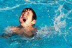 高知市で死亡事故…。夏休みは要注意!「水難事故を防ぐ方法」とその対処法