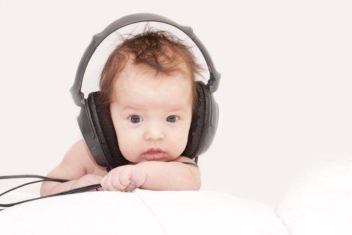 音に反応しないのは「先天性難聴」かも!? 注意したい気になる兆候とは?