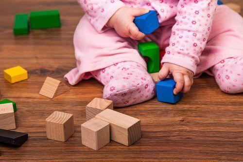 ベテラン保育士が奨める!月齢別「五感を刺激する」おもちゃ大公開